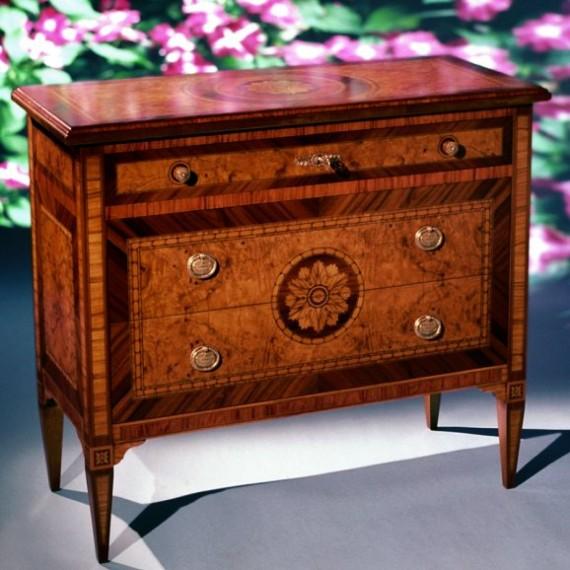 Produzione mobili in stile m i a mobili intarsiati for Mobili luigi